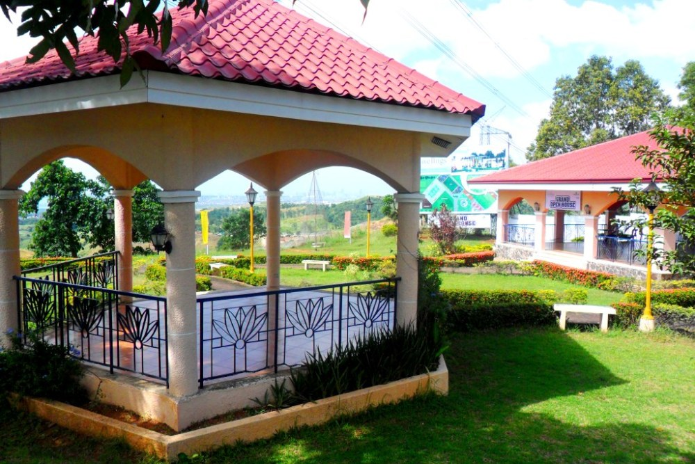 Real Estate - Eastborough Place in Angono, Rizal Province (1/5)