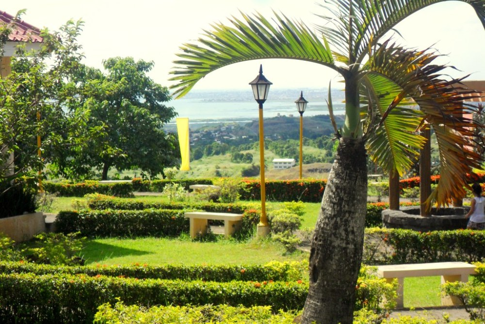 Real Estate - Eastborough Place in Angono, Rizal Province (2/5)