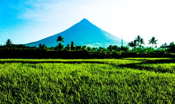 Mayon-volcano-active-perfect-cone